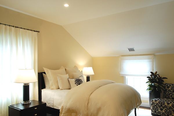 Hamptons-Bedroom-Design-Black-White-600