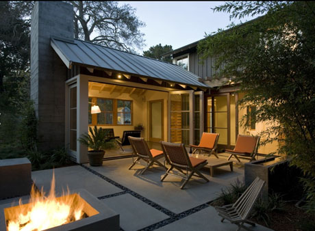 Modern Courtyard with Fire Pit