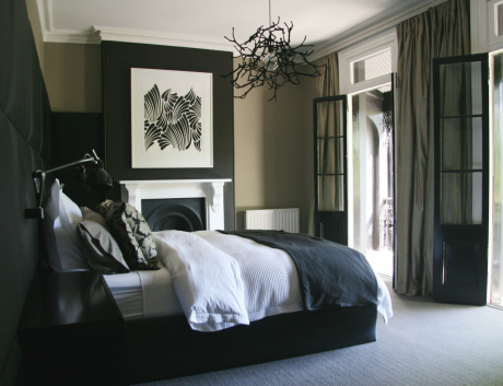 Black and White Bedroom Design